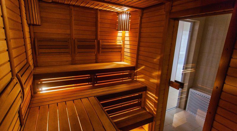 Zelf een sauna plaatsen in de tuin.